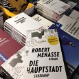 Die Europäische Union, ihre Geschichte und Brüssel als zentraler Hauptsitz europäischer Politik boten schon immer genug literarischen Werkstoff. Die Bandbreite politisch und historisch aufklärender Leselektüre zum Thema Europa ist unerschöpflich. […]